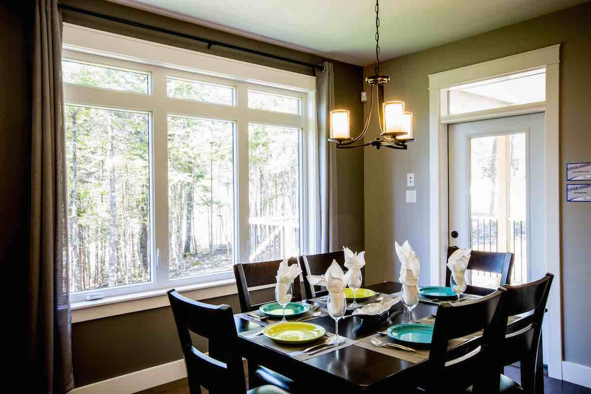 A dining room with casement Teansom windows