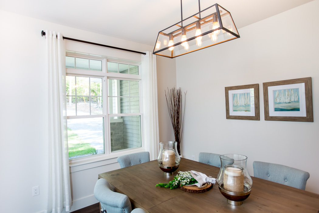 Kohltech single Hung windows with Grilles and transom