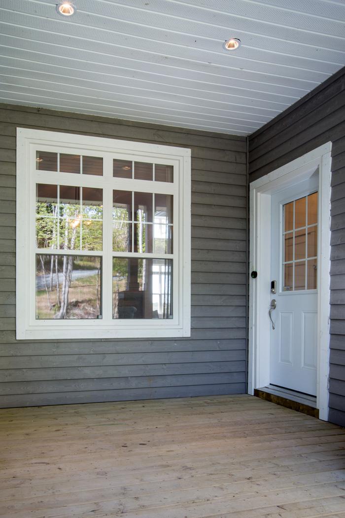 Side Entrance with Supreme Single Hung Windows